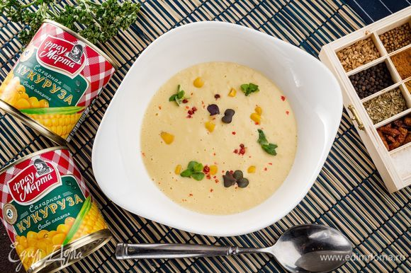 По желанию, украсьте суп свежей зеленью. Приятного аппетита!