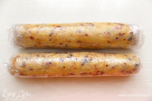 Скатать каждую в колбаску, завернуть в пленку и убрать в холод на 30 мин. Их так же можно убрать в морозилку и хранить там до 2-х недель.
