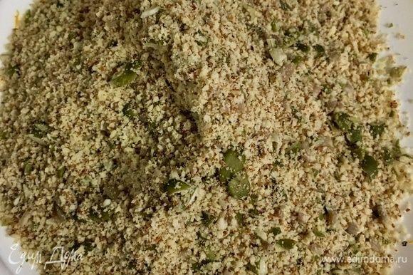 Вот такую смесь из орехов и семечек получаем. Это и будет наша так называемая мука.