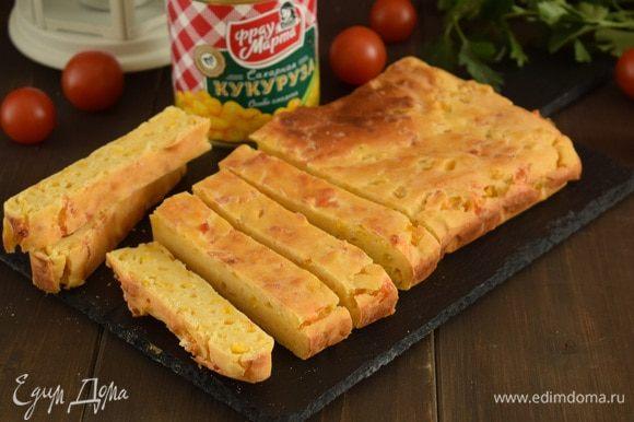 Оставить хлеб в форме на 10 минут, затем остудить на решетке. Приятного аппетита!