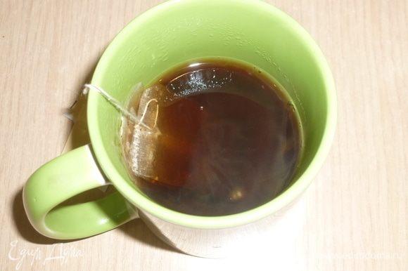 Сливочное масло заранее достать из холодильника, чтоб оно стало комнатной температуры. Чайные пакетики залить 100 мл кипятка и отставить. Духовку разогреть до 180°С.
