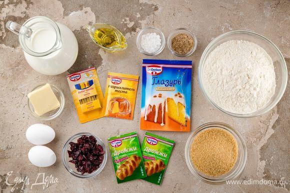 Для приготовления пасхальных булочек нам понадобятся следующие ингредиенты.