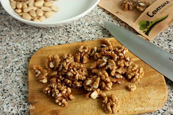 Грецкие орехи ТМ «Семушка» крупно нарезать.