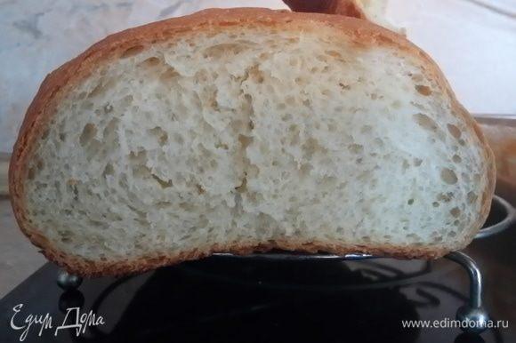 Вот такой пористый мякиш получается у этого хлебушка.