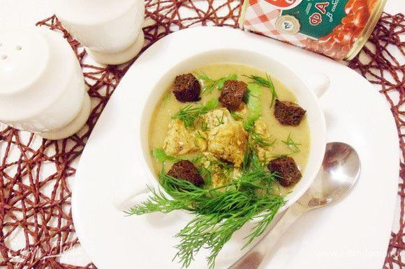Фасолевый суп-пюре с чесночными гренками и пряной индейкой готов. Приятного аппетита! Угощайтесь!