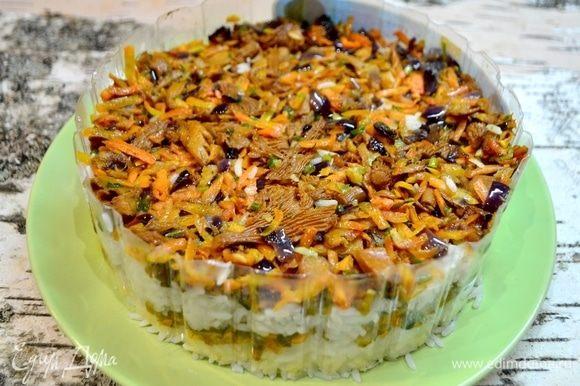 Четвертый слой — грибы. Грибы моментально пропитают наш рис своим ароматом!