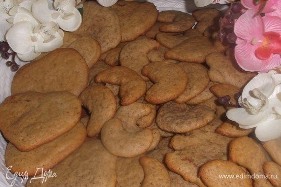 Выпекать в течение 7 минут, не больше, иначе печенье посохнет. Приятного аппетита!