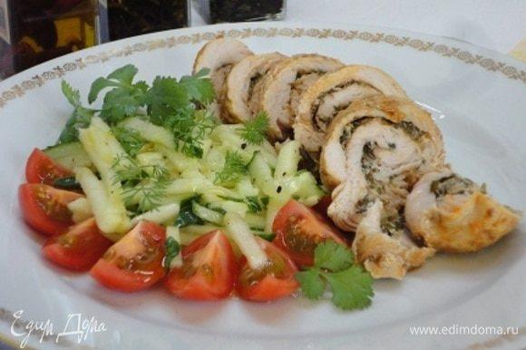 Остудить в фольге. Поскольку наступила весна, пора готовить грузинский салат с одноименным названием: https://www.edimdoma.ru/retsepty/79878-gruzinskiy-salat-gazaphuli-vesna. Можно еще сладенькие чери добавить.