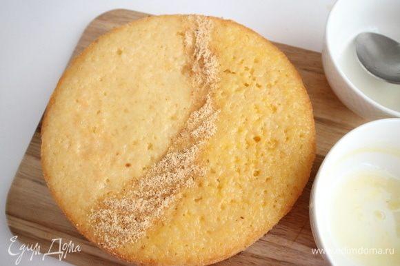 У вас уйдет весь сок, пирог впитает всю жидкость и не промокнет насквозь. Будет влажным, нежным и ароматным.
