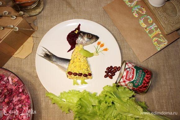 Вырезаем руки и туфельки из яблока, делаем весенний букетик из моркови и украшаем платье фасолинками. Приятного весеннего аппетита!