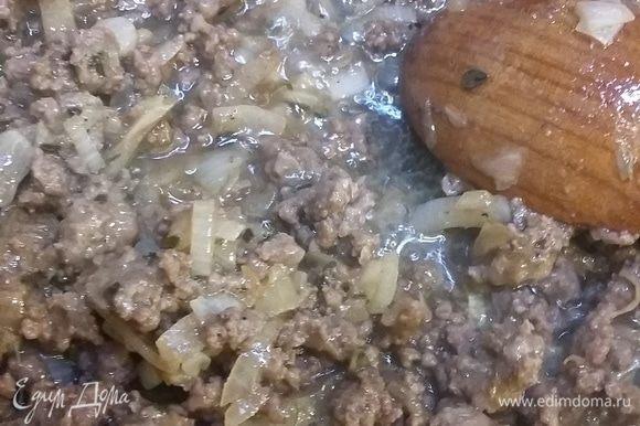 Тушим мясо еще 7 минут. Перекладываем в миску.