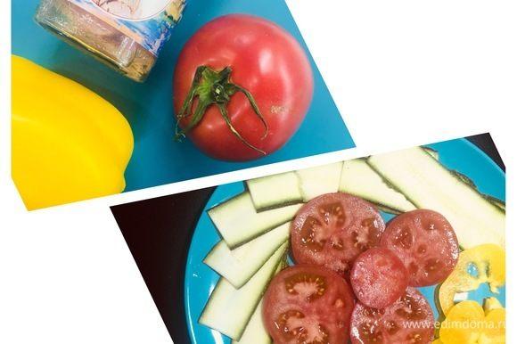 Подготавливаем овощи: моем, нарезаем.