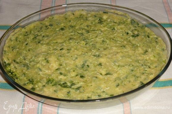Форму смазать растительным маслом, выложить горохово-сырную массу, разровнять. Запекать в духовке при 180°C 25–30 минут до золотистой корочки.