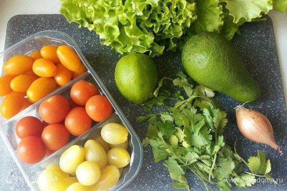 Пока маринуется курочка, подготовим все продукты для нашего салатика.