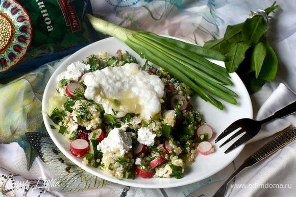 Надеюсь, вам понравился мой новый взгляд на привычный всеми салат из молодой зелени и овощей. Потому как на деле он оказался очень вкусным. Пожалуй, все новые ингредиенты не просто дополнили старый салат, они точно его усовершенствовали. Вкус более полный, насыщенный и яркий! Но при этом салат остался легким полезным и не обременительным для организма. Приятного аппетита!