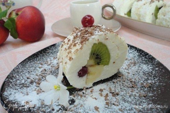 Такой десерт со структурой нежного суфле хорош с кофе или чаем. Да и просто так.