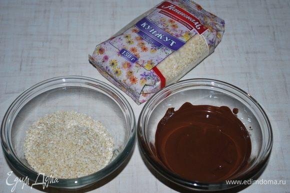 Подготовим темный шоколад и кунжут ТМ «Националь». Шоколад растопить интервалами 20 секунд в микроволновке до мягкого состояния.
