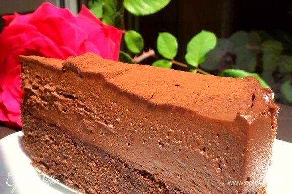 Кусочек тортика для вас! Вкус у него хорошего шоколадного мороженого) На корже из тягучего брауни.