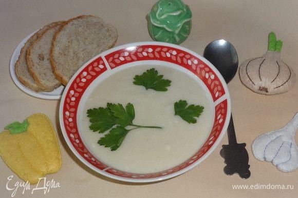 Наш суп готов! Разливаем по тарелкам и наслаждаемся. Перед подачей украшаем любимой зеленью. Приятного аппетита!