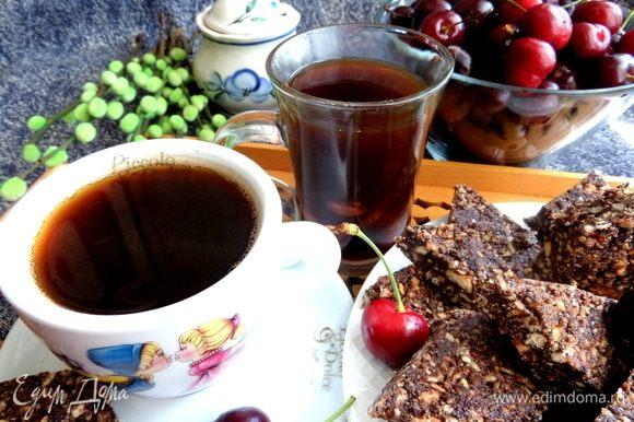 Дополнительным бонусом подала интересный ягодный кофе: https://www.edimdoma.ru/retsepty/117250-kofe-s-chereshney-vishney.