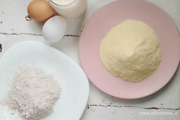Подготовьте основные ингредиенты: просейте муку, отмерьте 100 мл ряженки.