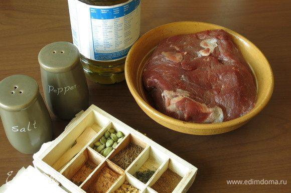 Подготовим продукты, мясо заранее достанем из холодильника, выдержим минимум час (мясо не парное, не замороженное).