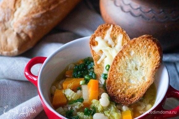 Подавать суп с кусочками хлеба и нарезанным зеленым луком. Приятного аппетита!