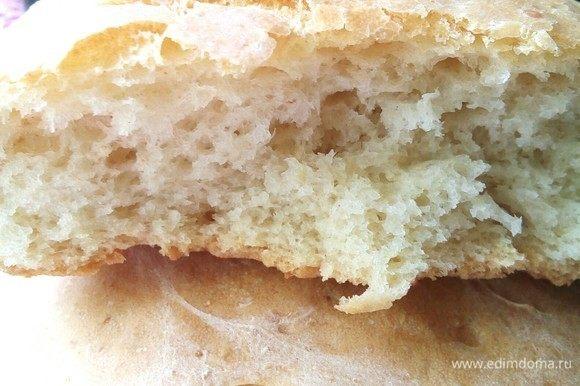 Поближе. Мякиш нежный, а корочка хрустящая. Очень вкусно. Обязательно попробуйте приготовить этот невероятный хлеб.
