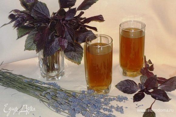 Наш ароматный и полезный чай готов! Разливаем по стаканам и продолжаем болеть!