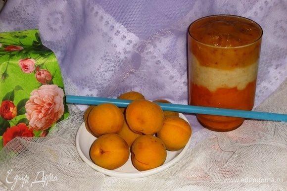 В стакан выложить сначала слой абрикосового пюре, затем слой груши с творогом и далее завершающий слой нектарина. Вот и все! Вкусный и полезный десерт готов! Заряжаемся энергией летнего солнышка, наслаждаемся вкусом и ароматом летних фруктов. Желаю всем здоровья! И, конечно, приятного аппетита!
