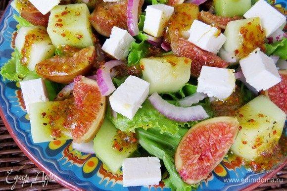 Заправляем наш салат и наслаждаемся вкусом лета! Такой салатик частенько заменяет мне полноценный обед. Приятного аппетита!