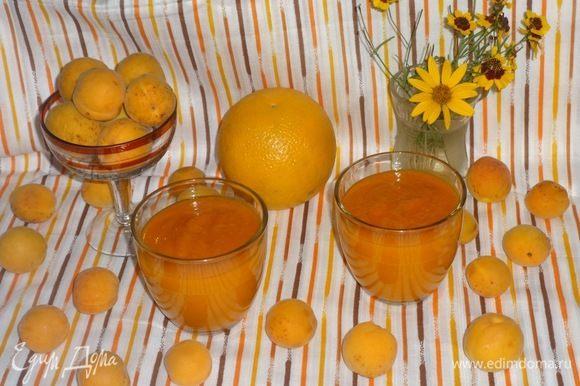 Разлить смузи по стаканам и наслаждаться летом. Приятного аппетита!