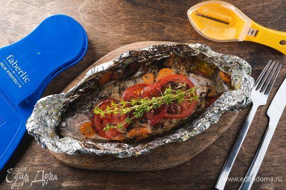 Запекайте ароматную рыбу с овощами при 200°С 20 минут. Приятного аппетита!