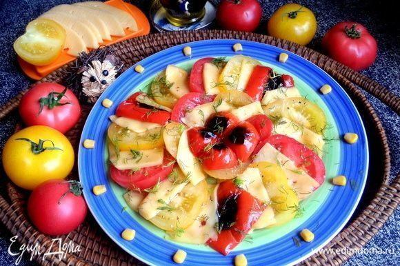 Похожий салат, только с расплавленным сыром можно посмотреть тут: https://www.edimdoma.ru/retsepty/116996-teplyy-salat-s-syrom.