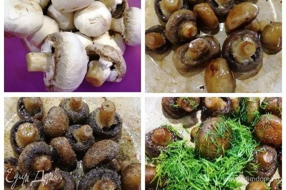 Отвариваем 7 небольших яиц (у меня С-2). Чем крупнее возьмете яйца, тем выше получится корзинка, и фарша уйдет больше, это сами решайте. Шампиньоны не промываем, они станут водянистыми! Аккуратно ножом снимаем верхний слой с гриба и очищаем ножку. Обжариваем грибы в растительном масле. Когда грибы готовы, выключаем плиту, солим и перчим шампиньоны и добавляем нарезанный укроп.