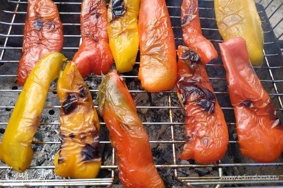 Запечь болгарский перец.