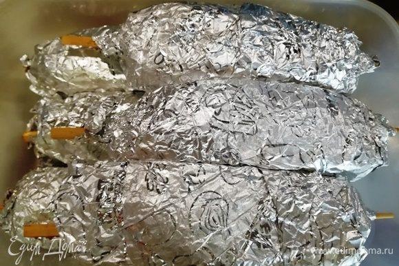 Готовые куколки убираем в холодильник не менее, чем на три часа, чтобы мясо хорошо промариновалось. Лучше даже на ночь.