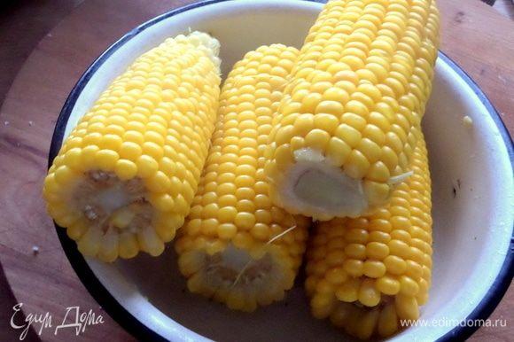 Сейчас сезон самой сладкой и сочной кукурузы, и варим через день. Самая вкусная она — только что сваренная, не впрок.