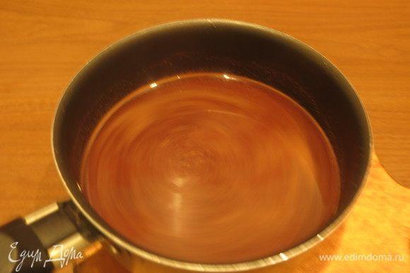 Варим до растворения шоколада и сахара и охлаждаем минимум 3 часа, лучше — ночь.