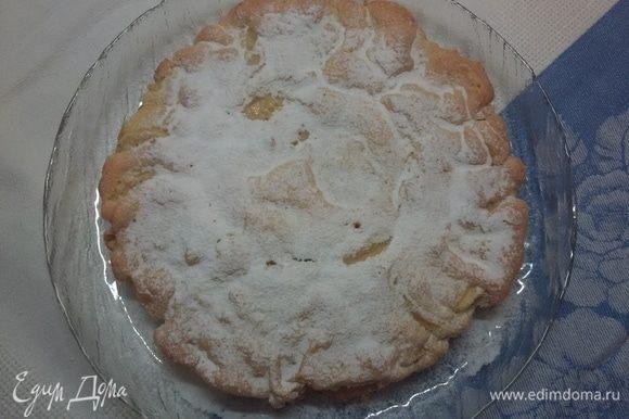 Посыпать пирог сахарной пудрой. Приятного аппетита.