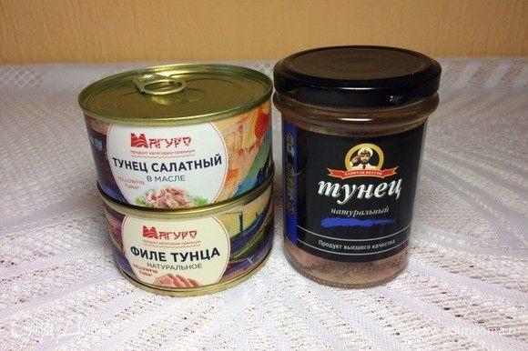 Открыть баночку тунца ТМ «Магуро», слить сок и размять вилкой на блюдце.