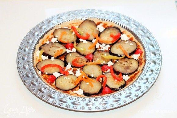 Посыпаем пиццу сухой приправой. Отправляем заготовку пиццы в разогретую до 40°C духовку на расстойку или в теплое место минут на 20.