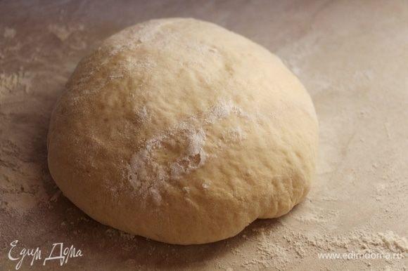 Все ингредиенты для теста выложить в хлебопечку и оставить подходить на 1,5 часа.