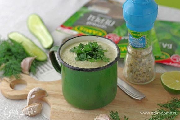 Для большей сытности и аромата можно добавить в холодный суп нарезанную кубиками салями. Приятного аппетита!