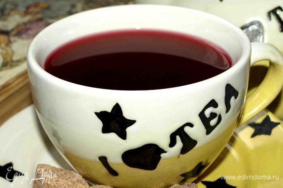 Наш согревающий напиток готов. Наливаем в чашку. Можно добавить кусочек сахара с корицей.