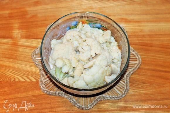 К набухшим хлопьям добавить молоко, яйцо, капусту, очищенный вареный картофель (для плотности теста) и чеснок, измельчить блендером. Посолить. Если тесто очень жидкое, добавьте 1–2 ст. л. панировочных сухарей.