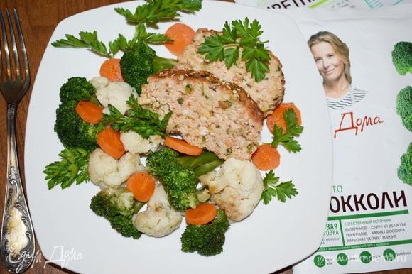 Мясная запеканка с овощами порционно.