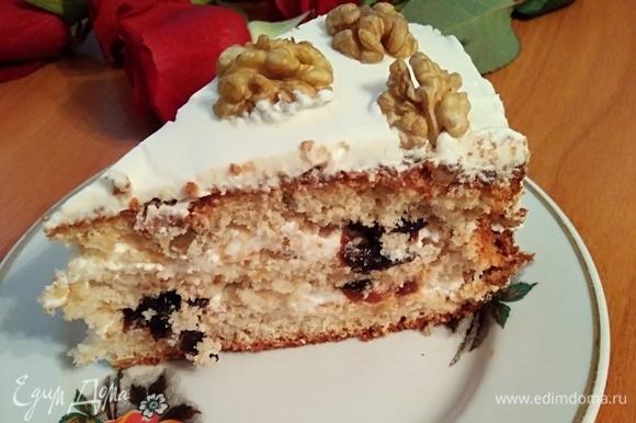 Нежный торт для семейного торжества. Без фото разреза не могла вас оставить.