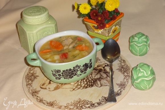 Вкусное и ароматное рагу готово. Разложить по тарелкам и подать к столу. Угощайтесь! Приятного аппетита!