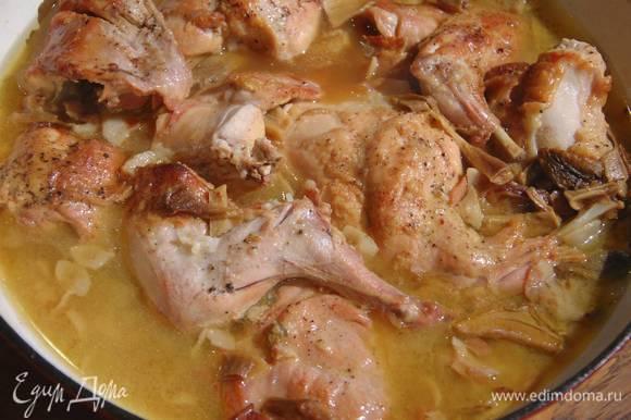 Накрыть сковороду крышкой и готовить на небольшом огне 40–60 минут до готовности.